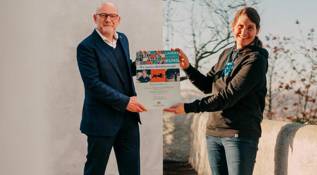 Verkehrsminister Winfried Hermann (l.) und Electrify-BW Mitglied Jana Höffner (r.)