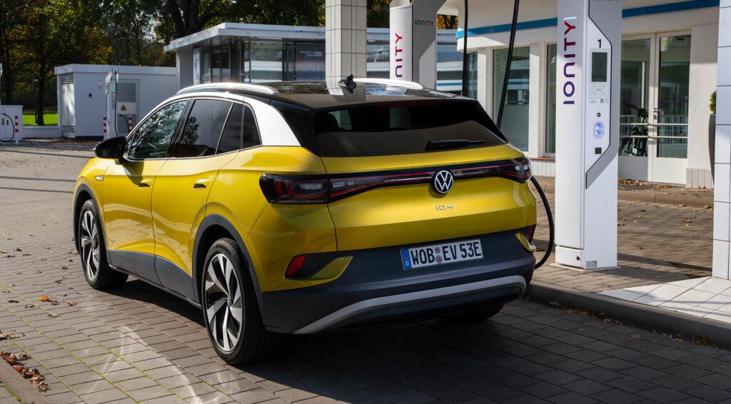Der Volkswagen ID.4 an einer Ladesäule. Bild: © Volkswagen AG.